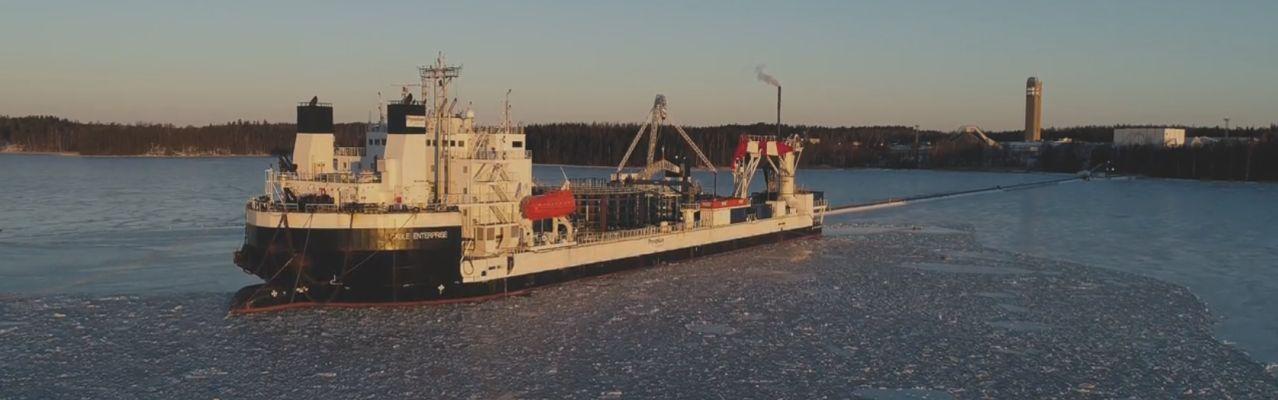 Merikaapelin lastaus Pikkalassa meneillään - Katso video