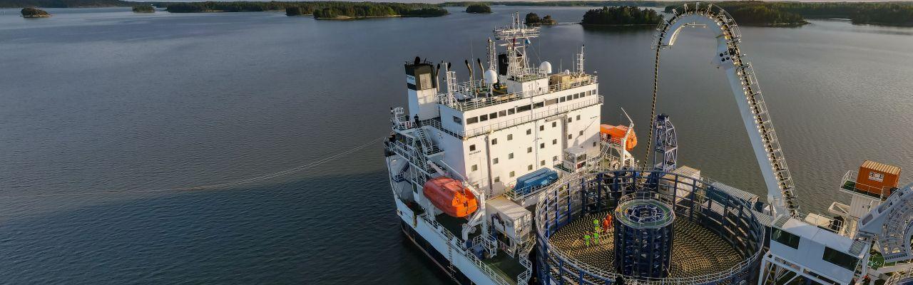 Cable Enterprise vei merikaapelia Pikkalasta Skotlannin rannikolle